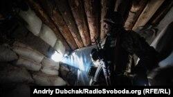 Українській військовий неподалік Авдіївки, грудень 2019 року