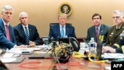 Трамп с советниками в «ситуационной комнате» Белого дома.