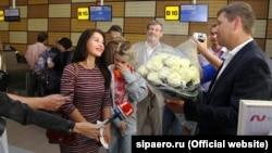 Вручение подарочного сертификата Анне Переваловой, аэропорт «Симферополь»