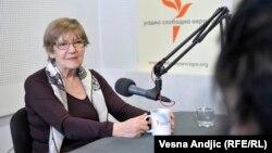 Pešić: Po svaku cenu izaći na izbore i glasati za opozicionog kandidata (na fotografiji: Vesna Pešić u beogradskom studiju RSE, mart 2017.)