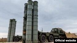Ракетные комплексы С-400 на авиабазе Хмеймим в сирийской провинции Латакия.