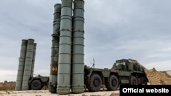 A Russian S-400 defense missile system deployed at the Hmeymim airbase in Syria