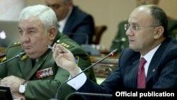 Müdafiə naziri Seyran Ohanyan və general Xaçaturov