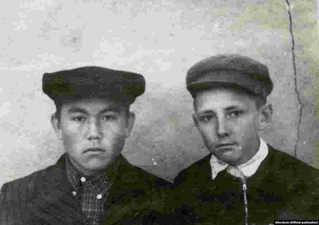 Soviet schoolboy and future President of Kazakhstan Nursultan Nazarbaev (left) in the 1950s