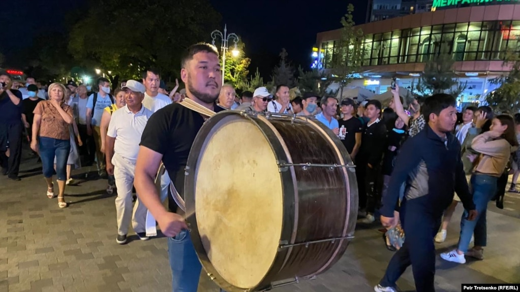 Шествие в центре Алматы, которое активисты называют «субботажем». 13 июня 2020 года.