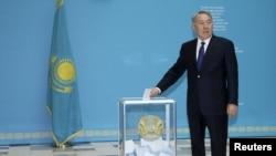Нурсултон Назарбоев бешинчи муддатга Қозоғистон президенти этиб сайлангани эълон қилинди.
