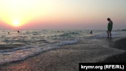 Пляж у Миколаївці, липень 2015 року