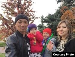 Алматы тұрғыны Владимир Кимнің әйелі Аида және балаларымен түскен суреті.
