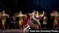 «Ла Скала» театрының «Дон Кихот» балетінің бір сәті. Фотоны «Астана Опера» театры баспасөз қызметі берген.