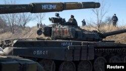 Танки пророссийских боевиков у Дебальцево, февраль 2015 года