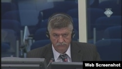 Miloš Škrba na suđenju Radovanu Karadžiću u Hagu, 22. listopad 2012.