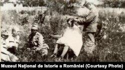 Frizer pe front, Sursa: Expoziția Marele Război, 1914-1918, Muzeul Național de Istorie a României