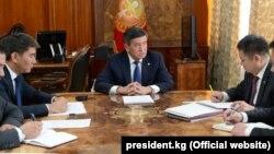 Сооронбай Жээнбеков провел рабочее совещание по ситуации на кыргызско-таджикской границе.
