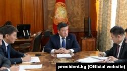 Сооронбай Жээнбеков провел рабочее совещание по ситуации на кыргызско-таджикской границе. 17 сентября 2019 года.