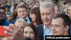 Primarul Moscovei, Sergei Sobianin, și locuitori ai Moscovei