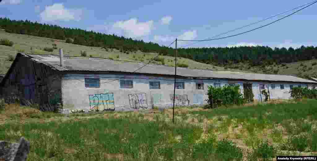 Граффити в селе повсюду