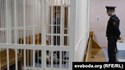 Уладзімер Кондрусь у судзе Партызанскага раёну Менску, падчас судовага паседжаньня