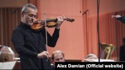 Violonistul Vadim Repin interpretând concertul nr.1 de Dmitri Șostakovici la Sala Palatului.