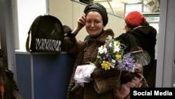 Алена Танкачова пакідае Беларусь. Аэрапорт Менск-2. Фота з фэйсбук Вольгі Ліпковіч