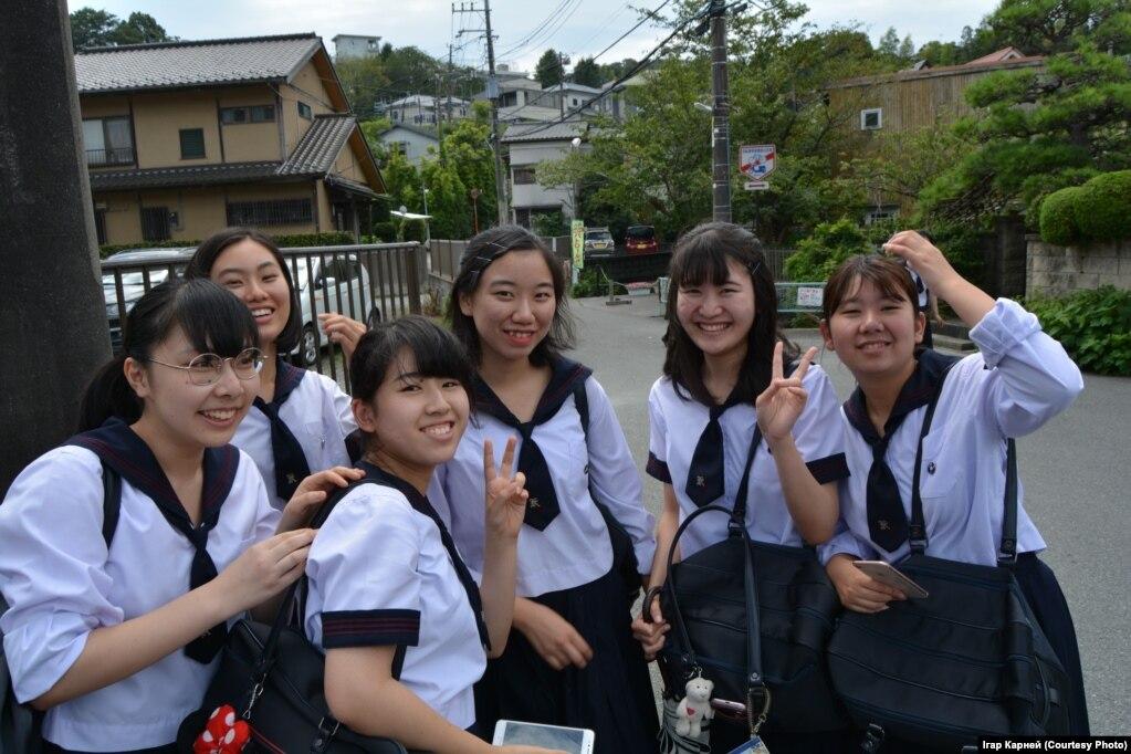 Ученицы в форме-сэйфуку