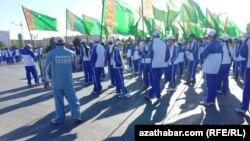 Участники мероприятий, проводимых в рамках Недели здоровья и счастья в Туркменистане.
