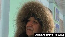 Инвалид Шамиль Айметов в управлении социальной защиты населения. Актобе, 24 января 2011 года.