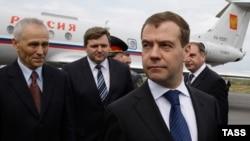 Насколько изменятся шансы Никиты Белых (в центре) остаться губернатором Кировской области по итогам прямых выборов?