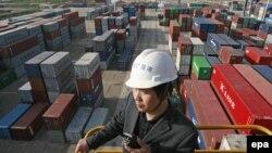 Қытайың Янцзы өзеніндегі порты.