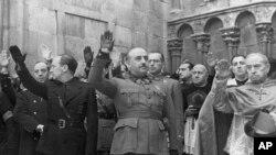 Глава мятежников Ф. Франко в Бургосе в 1938 г.