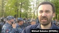 Илья Пономарев на Болотной площади Москвы, 6 мая 2012 года