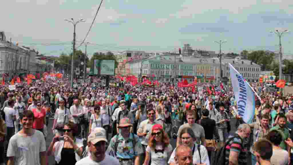 The anti-Putin protest drew tens of thousands of people, with some organizers placing the number as high as 100,000.