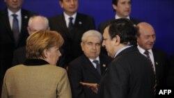Канцлер Германии Ангела Меркель и глава Еврокомиссии Жозе Мануэл Баррозу на саммите в Брюсселе