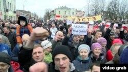 """Бабрюск қаласындағы """"арамтамақтар салығы"""" туралы декретке қарсы митинг. Беларусь, наурыз 2017 жыл."""