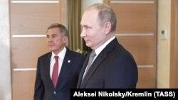 Президенты Татарстана и России Рустам Минниханов и Владимир Путин