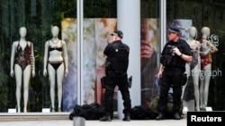 Поліцейські патрулюють вулиці Манчестера після нападу, 24 травня 2017 року