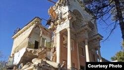 Снос здания бывшего санатория. Август, 2016 года. Фото взято с веб-сайта AsiaTerra.