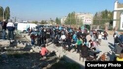 Чуркоо акциясына келгендерди каттоо. 9-октябрь, 2016-жыл. Бишкек.