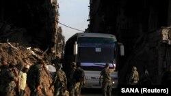 Автобусы с повстанцами покидают Дамаск