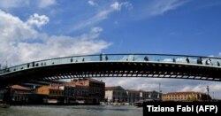 Мост Конституции в Венеции. построенный по проекту Калатравы