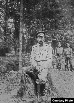 Николай Романов после отречения от престола. Снимок 1917 года.