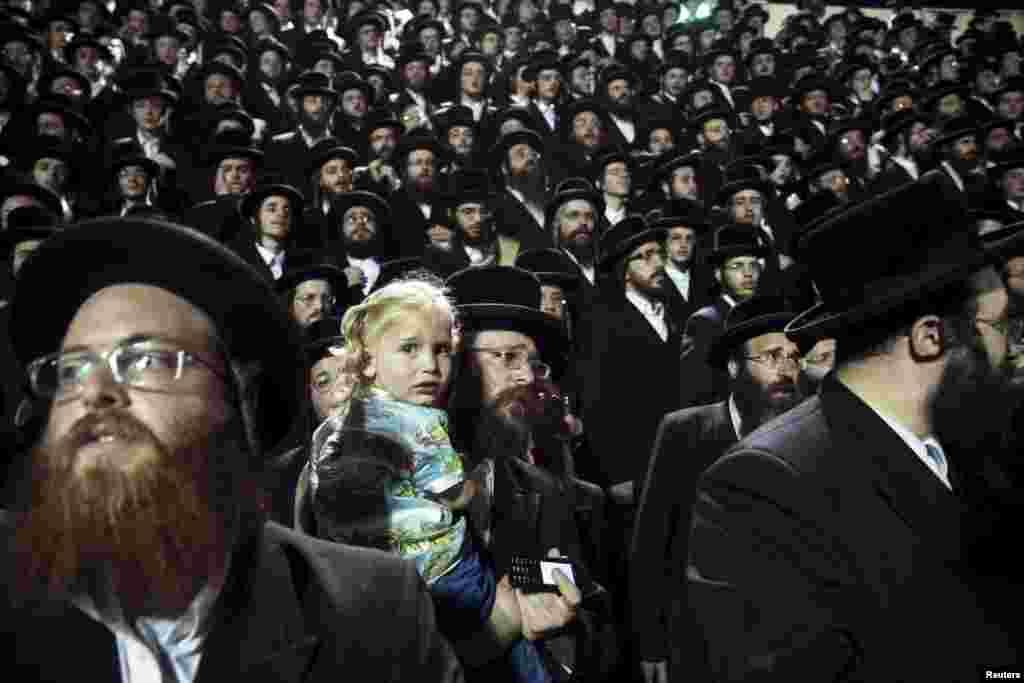Aşa prowaslaw ýewreýler Bnei Brakda Lag Ba'Omer ýewreý baýramyny belleýärler. Ysraýyl, 6-njy maý. (Reuters/Baz Ratner)