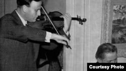 "Detaliu de pe coperta volumui ""Menuhin - Enesco"", Roger Hauert și Bernard Gavoty, 1955"