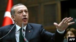 Реджеп Тайїп Ердоган виступає перед парламентарями від своєї Партії справедливості і розвитку, Анкара, 11 червня 2013 року
