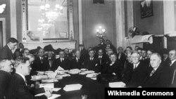Заседание сенатского комитета по расследованию аферы Типот-Доум. Январь 1924 года. Фото из коллекции Библиотеки Конгресса США.