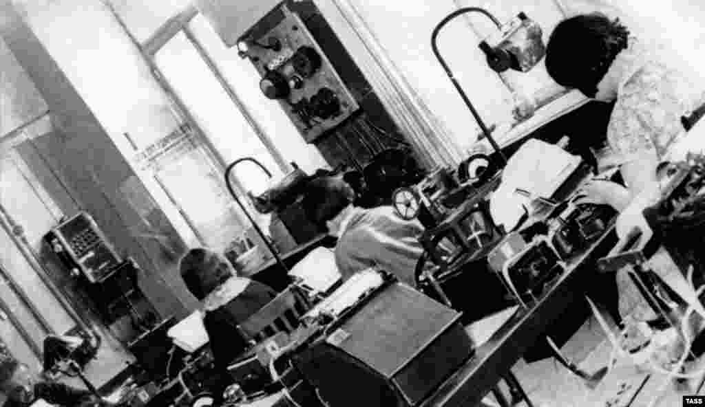 TASS journalists in a Moscow newsroom in 1933.