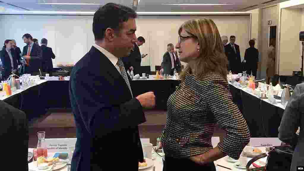 МАКЕДОНИЈА - Македонија и Грција се согласија да формираат работни групи, предводени од министрите за надворешни работи, кои ќе бидат посветени на пронаоѓање решение за спорот за името. Ова го изјави шефот на македонската дипломатија Никола Димитров во интервју за Ројтерс.