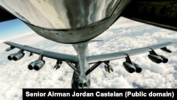 سوختگیری بمبافکن استراتژیک بی-۵۲