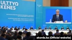 Заседание «совета общественного доверия» — консультативно-совещательного органа при президенте Казахстана, созданного по его указу. Нур-Султан, 20 декабря 2019 года.