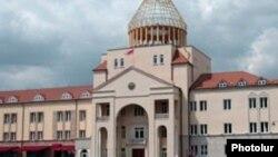 Լեռնային Ղարաբաղի Ազգային ժողովի շենքը Ստեփանակերտում
