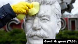 Мәскеудегі Иосиф Сталин мүсіні. Көрнекі сурет.